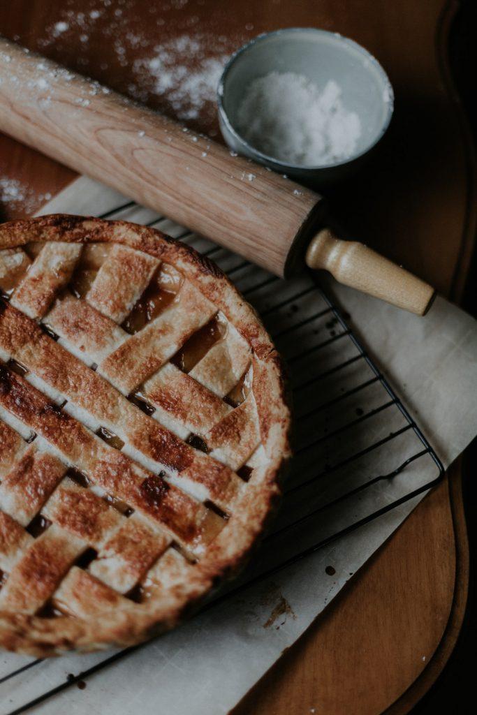 Recipe: Cinnamon Roll Apple Pie