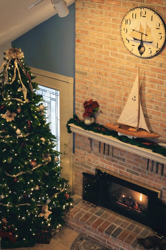3 Ways To Style Your Mantlepiece For Christmas