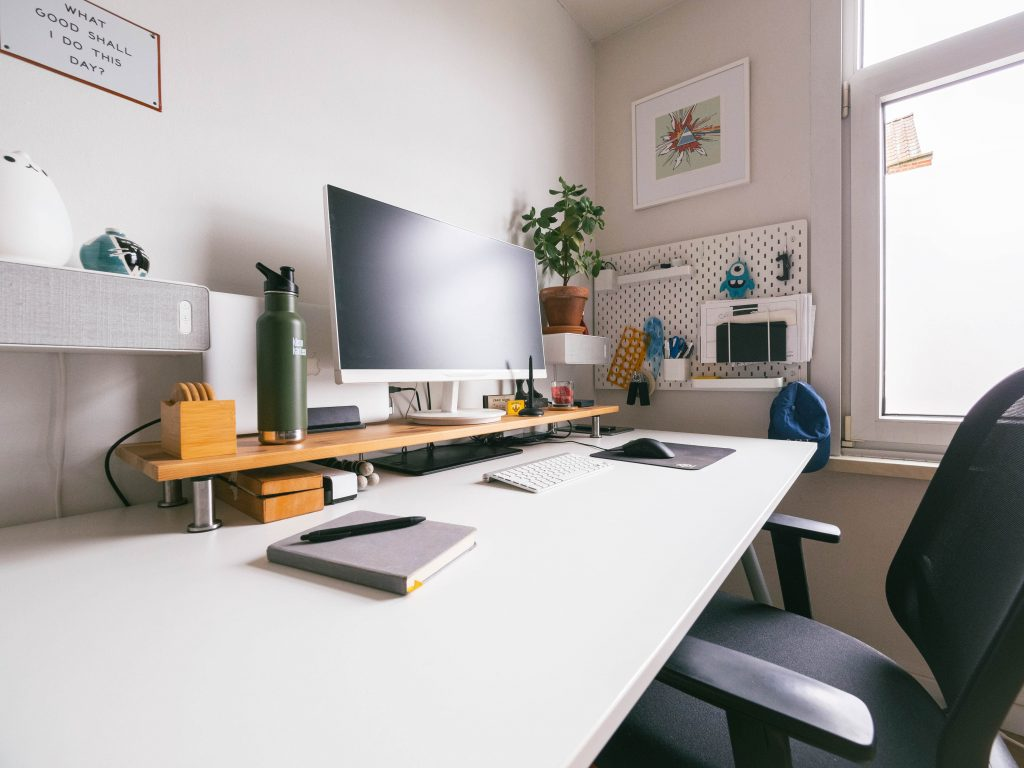 12 Ways To Organise Your Desk At Home